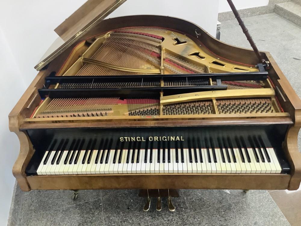 Klavir Stingl poslije djelomične restauracije
